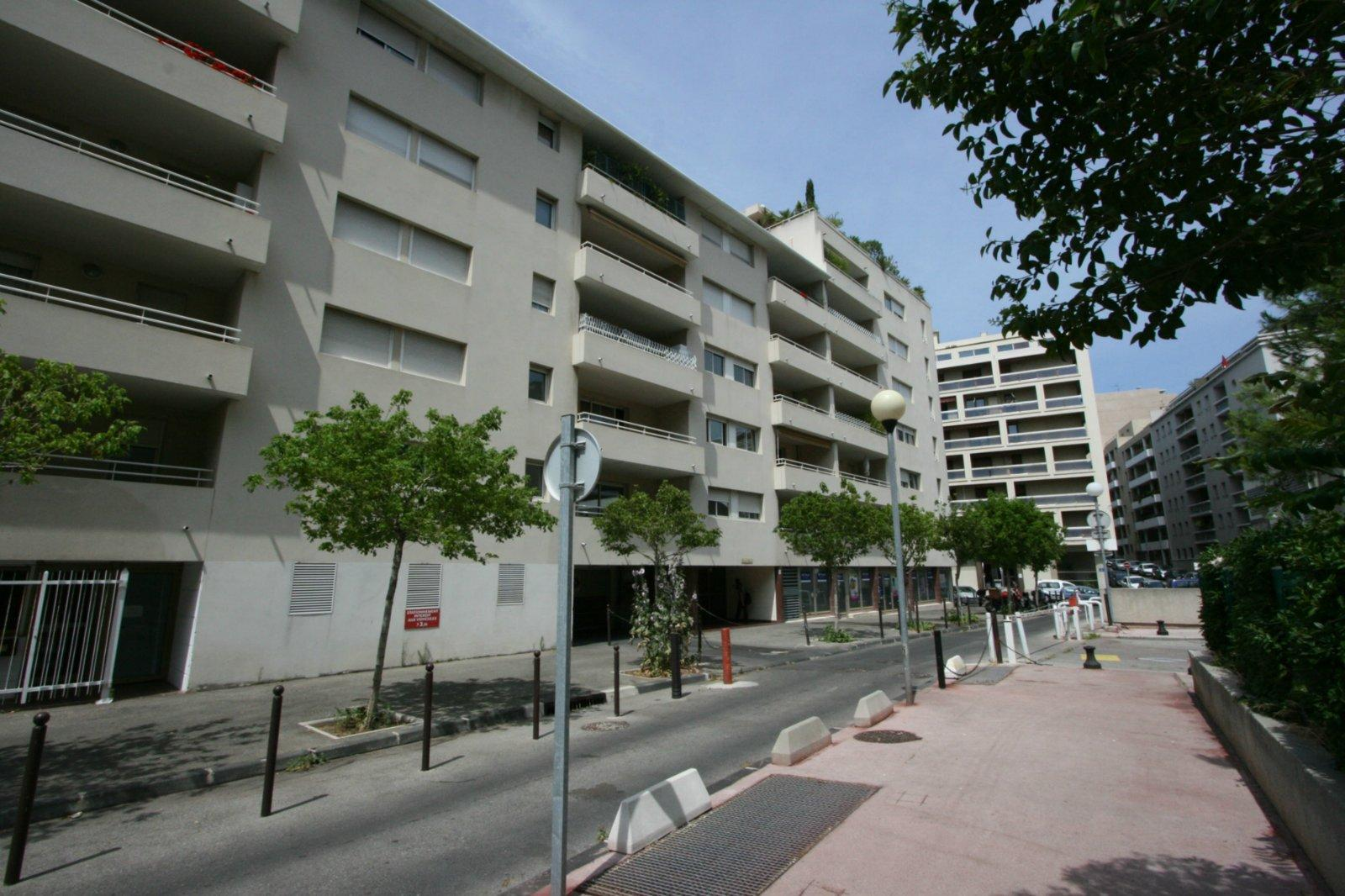Location marseille 13008 rouet turcat mery place de for Garage renault marseille 13008